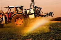 farmer_spraying